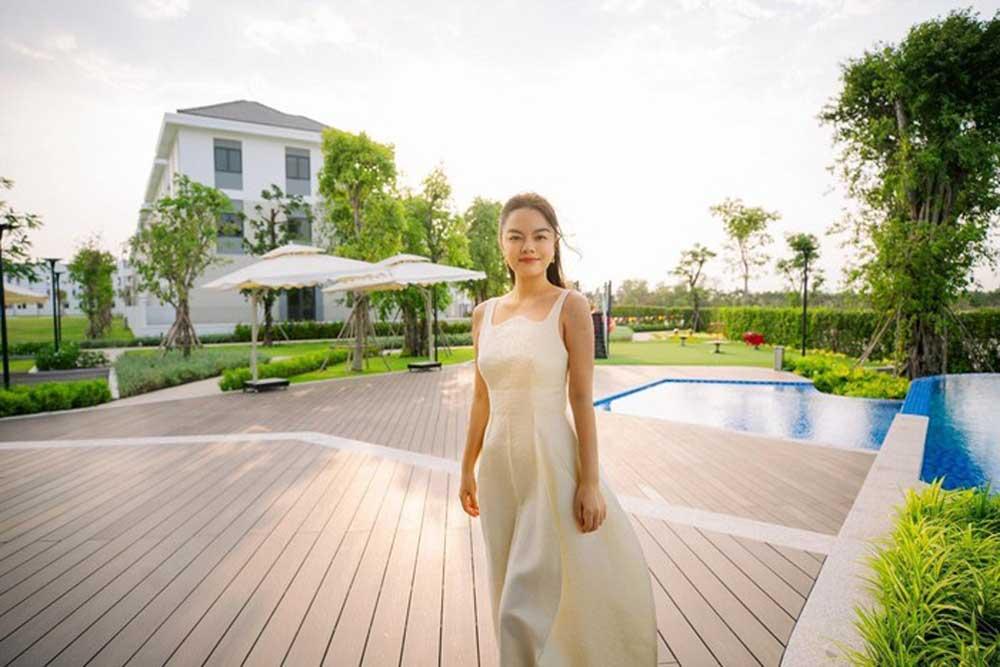 Ca sĩ Phạm Quỳnh Anh Aqua City
