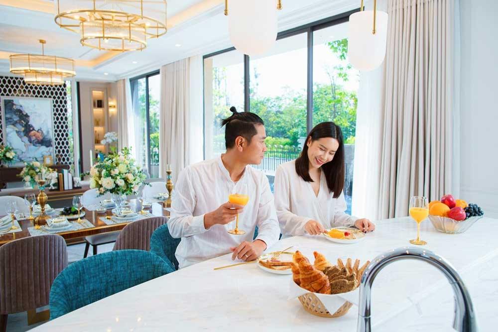 Hồ Hoài Anh Lưu Hương Giang Aqua City